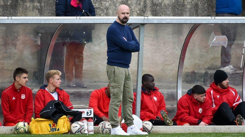 Meho Becirovic, entraîneur du FC Colombier, n'est pas satisfait des conditions de reprise pour son équipe.
