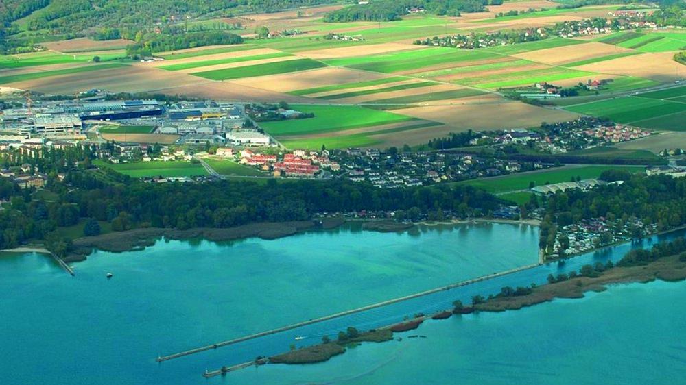 En plein centre de la photo: le projet de zone industrielle qui s'étendra à l'est de Marin-Centre et au sud de l'autoroute A5.