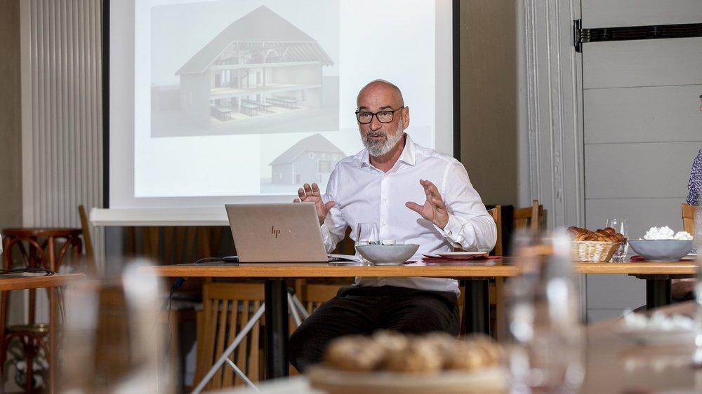 Daniel Knöpfel, directeur de Jacot Chocolatier, a montré comment sera investie la grange du restaurant des Six communes pour son centre de haute chocolaterie.