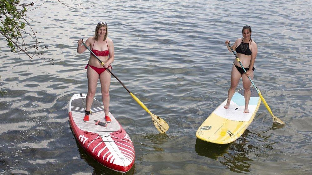 Jessica et Monica (à droite) estiment que la mode du stand-up paddle ne va pas s'arrêter de sitôt.