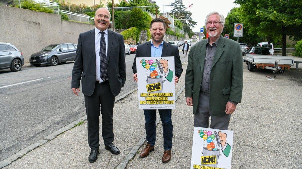 De gauche à droite: le conseiller aux Etats PLR Philippe Bauer, David Erard, président de la section Neuchâtel du TCS, et François Pahud, membre du parti Le Centre.