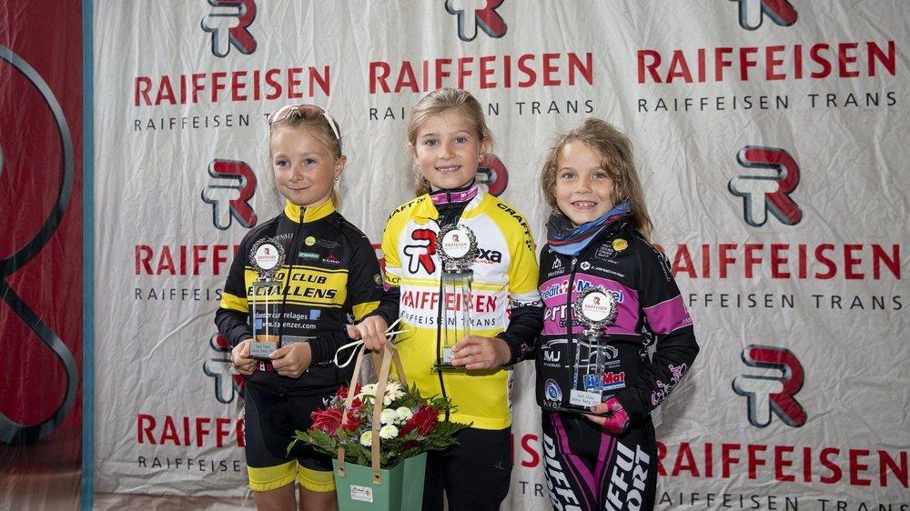 De gauche à droite: Nora Lovey, Mila Martini et Lylou Devillers. «C'était la première fois que je participais à la Raiffeisen Kid's Trans», a déclaré le maillot jaune.