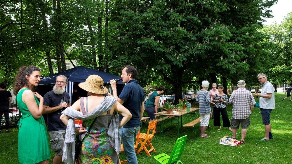 Rencontre pour fêter l'abandon du projet de parking sur le terrain de l'Ancienne, samedi, à La Chaux-de-Fonds.