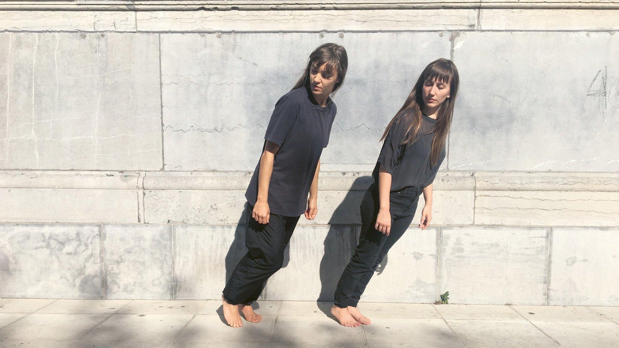 """Maya Masse (à g.) et Romane Peytavin danseront sur le """"Double Sextet"""" de Steve Reich, interprété par 12 musiciens du NEC et de Castel Camerata."""
