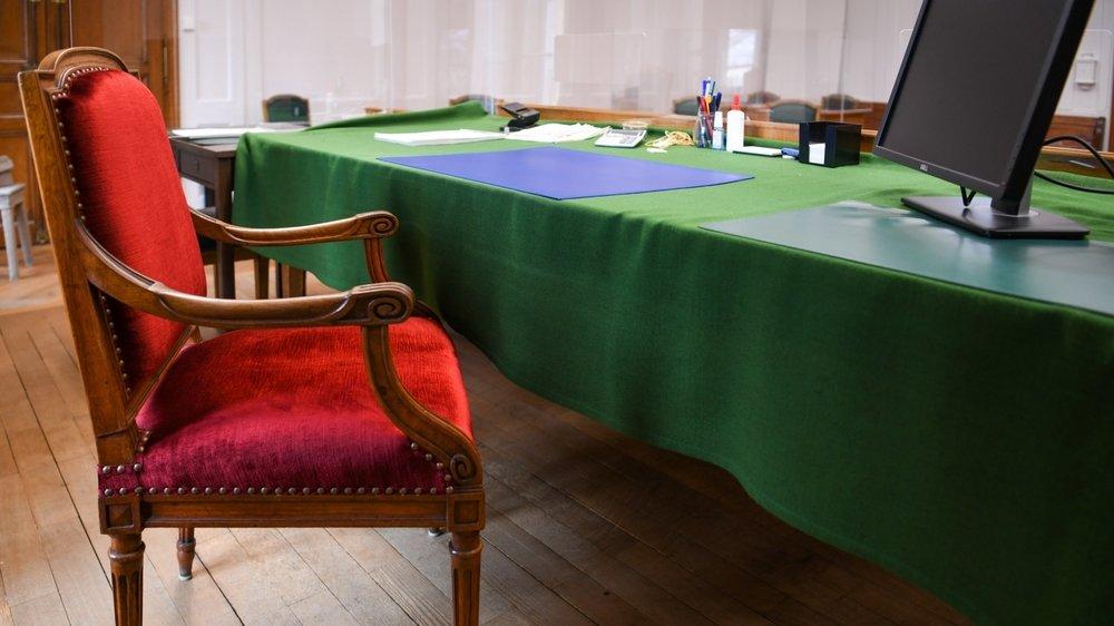 Au Tribunal de police de Neuchâtel, il n'a pas été possible d'enterrer la hache de guerre entre anciens propriétaire et locataires.