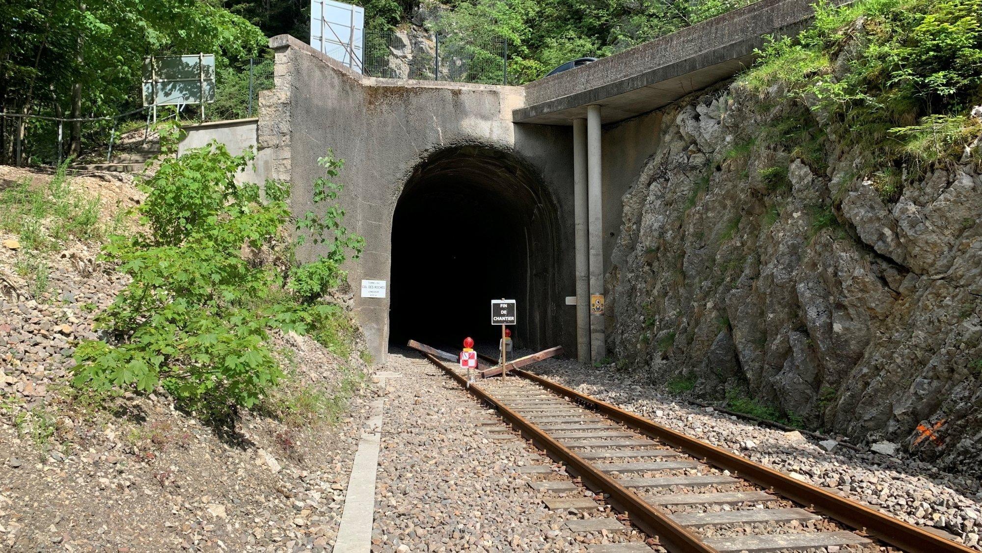 Des analyses sont en cours pour sécuriser la voûte du tunnel du Col-des-Roches, à la suite d'un éboulis.