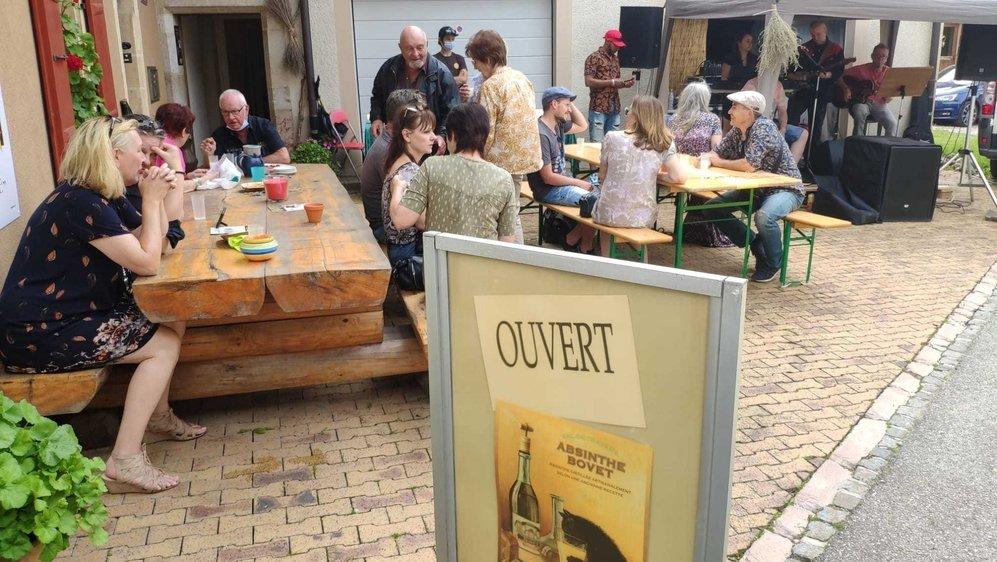 Concert devant la distillerie Absinthe Bovet La Valote, à Môtiers, le samedi 12 juin.