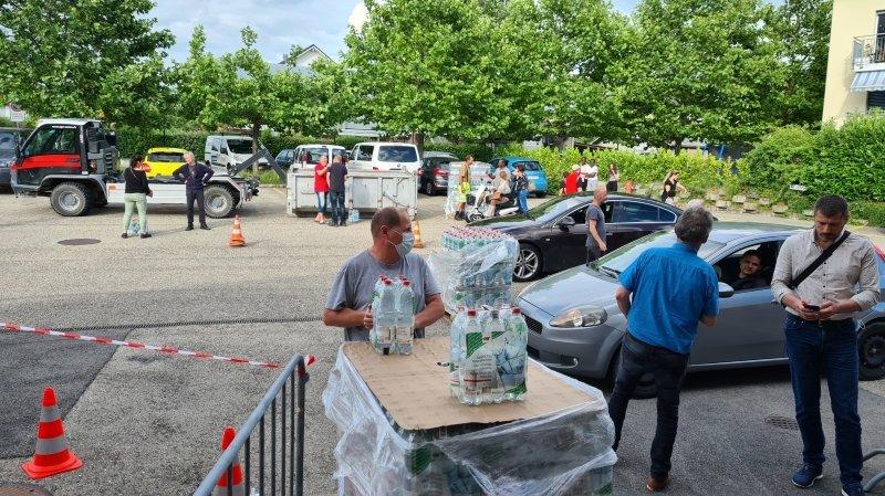 Plus de 3600 packs de six bouteilles d'un litre et demi ont été distribués durant les cinq jours qu'a duré l'incident.