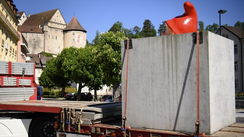 Jura: le «Grand Nain» bétonné de Plonk & Replonk fait une escapade en France