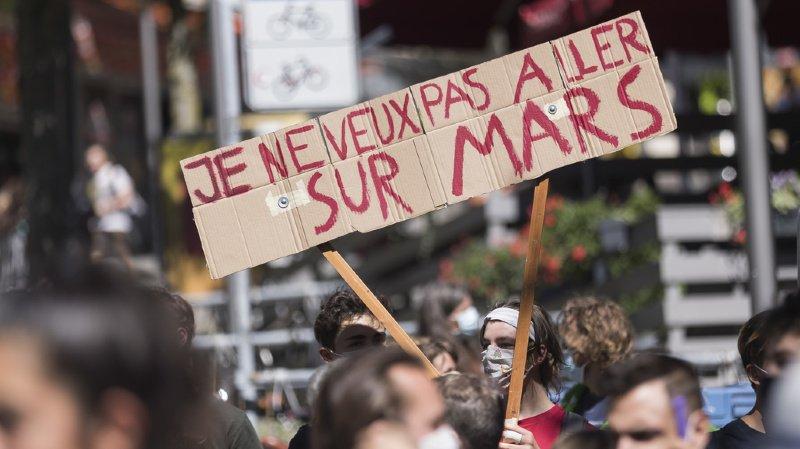 Cette perquisition faisait suite à une lettre ouverte du groupe de travail de la Grève du climat vaudoise et genevoise appelant à faire une grève militaire.