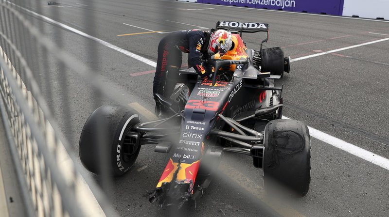 GP d'Azerbaïdjan: accident de Verstappen, course interrompue, victoire de Perez
