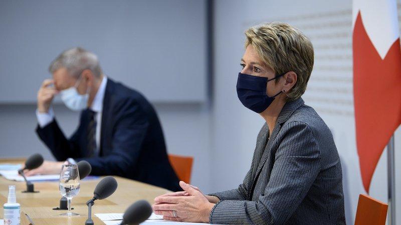 Karin Keller-Sutter est venue soutenir la loi devant les médias.