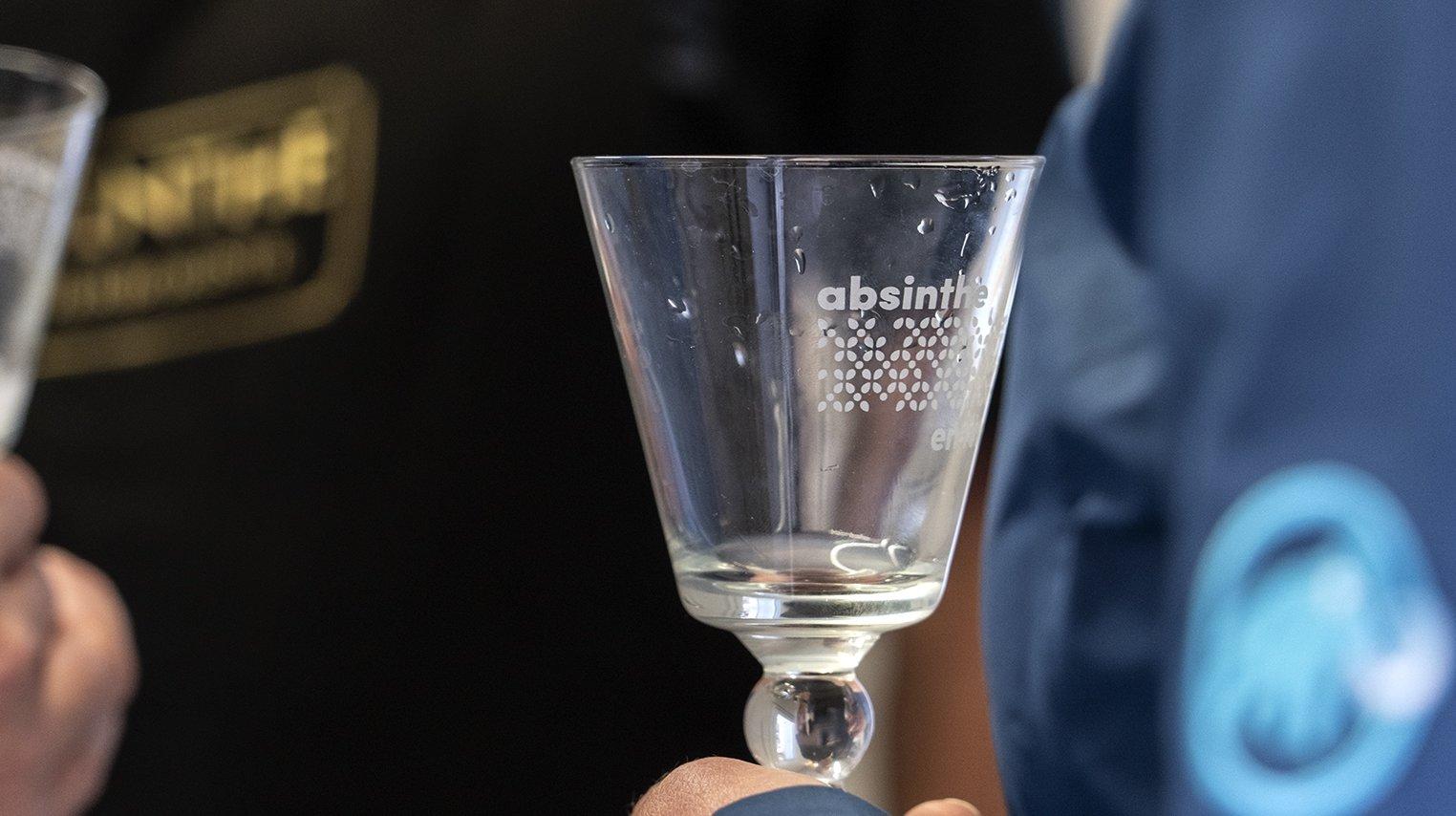 Val-de-Travers: les distillateurs d'absinthe ouvrent leurs portes au public le 12 juin.