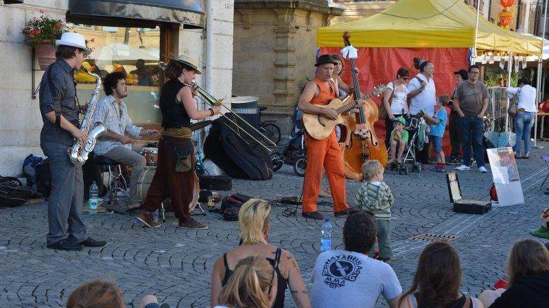 Les Neuchâtelois de Waffle Machine Orchestra (ici aux Buskers 2013 à Neuchâtel) sont notamment à l'affiche du festival Swing in the Wind.