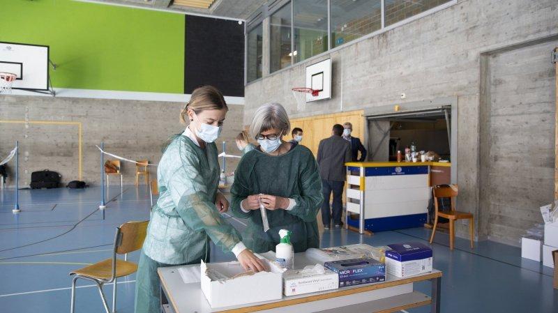 Le dépistage a été réalisé par des infirmières scolaires et des étudiants de la Haute Ecole Arc spécialement formés.
