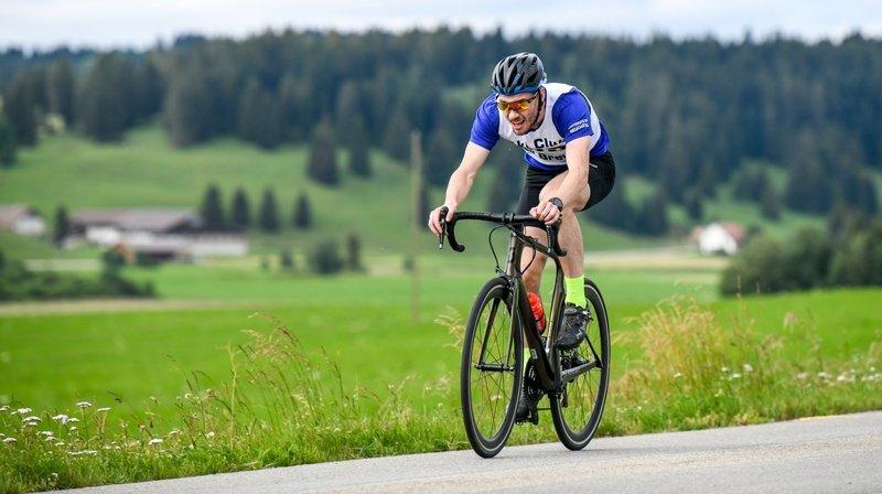 Clyde Engel, ici en vélo sur le défi de la Brévine en 2020, a terminé troisième de la course à pied sur le parcours de Champ Monsieur.