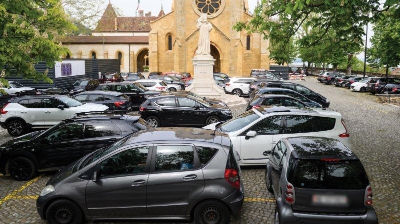 Fini le parcage sauvage à la collégiale de Neuchâtel!