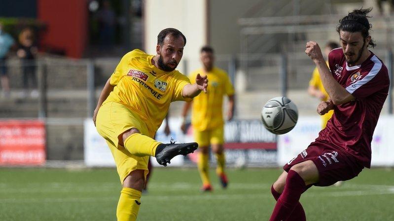Le Chaux-de-Fonnier Ricardo Da Costa (en jaune) face au Valaisan Tom Gaillard.