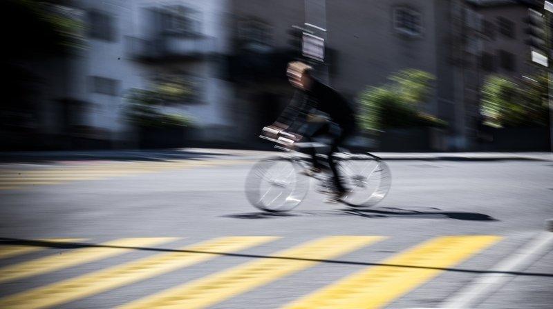Neuchâtel: une cycliste chute lourdement et se blesse