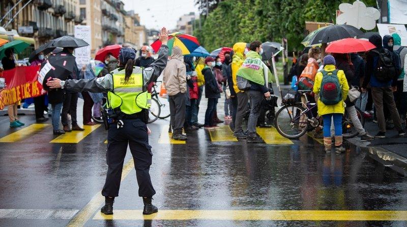 Manifestations en ville de Neuchâtel: dénonciation d'«une police à deux vitesses»