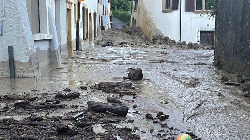 Le village de Cressier dévasté par un torrent de boue