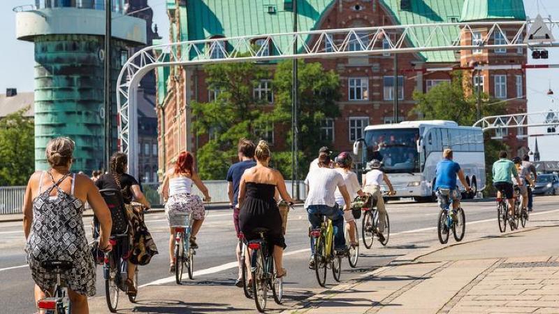 Au Danemark, le vélo électrique remplace la deuxième voiture