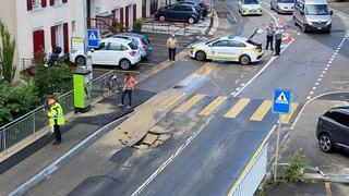 Un trou est apparu rue des Parcs à Neuchâtel: une conduite d'eau a cédé