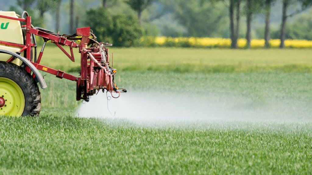 Les agriculteurs, les pesticides et «ArcInfo»