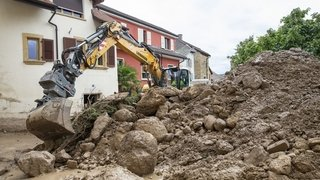 Inondations à Cressier: sur le terrain avec ceux qui nettoient