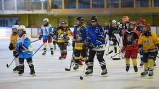 Jouer entre filles, un événement inhabituel pour les jeunes hockeyeuses