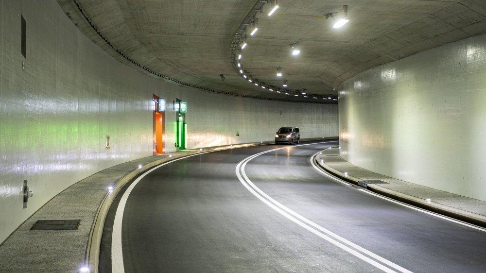 Le Vaudois, qui roulait sur l'A5 en direction de Lausanne, a été arrêté par un employé du service des routes dans le tunnel de Gorgier (image d'illustration).