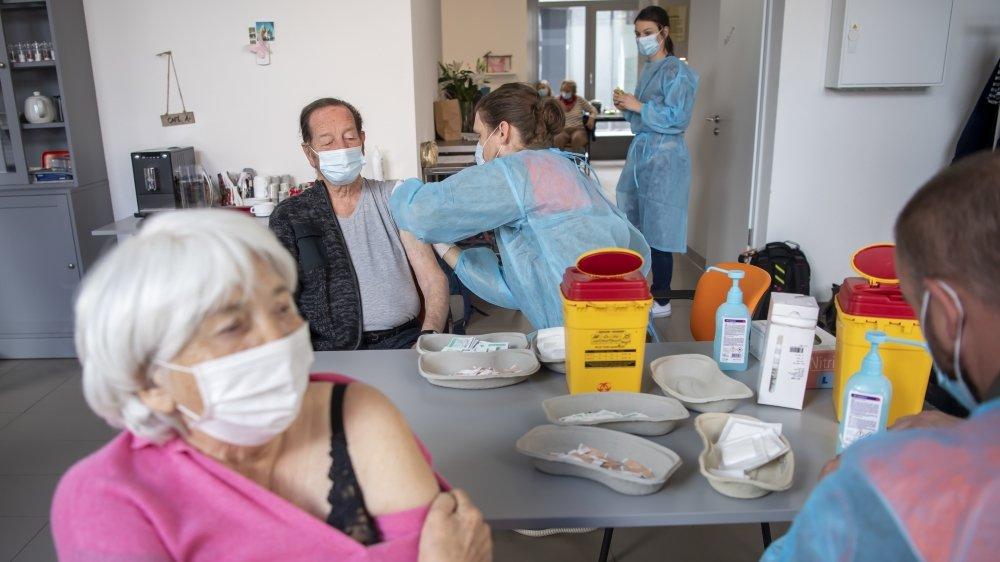 Vaccination en mars dernier aux logements protégés Les Saules à Nyon.