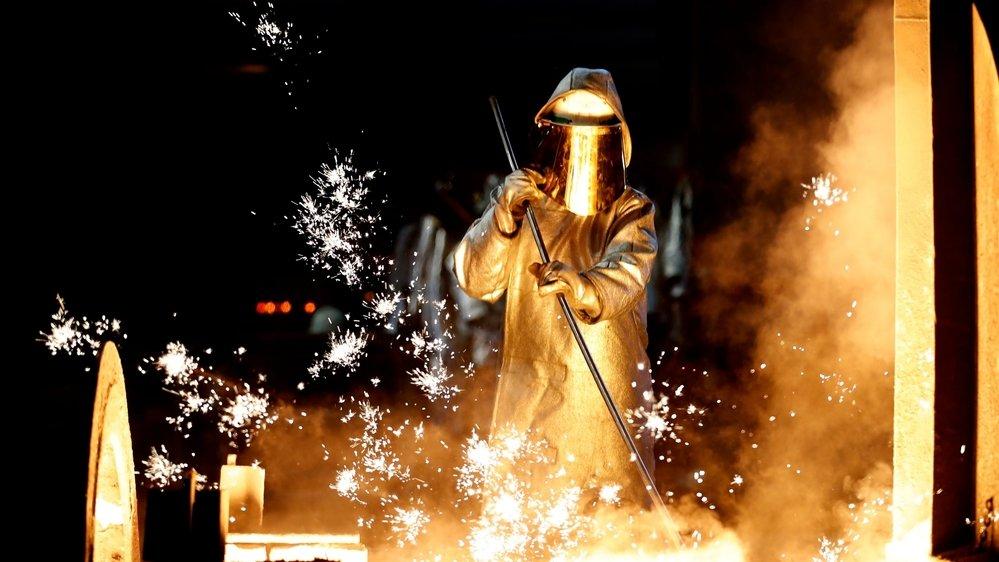 Après avoir été arrêtée pendant la pandémie, la production d'acier–ici dans la société allemande ThyssenKrupp à Duisburg repart lentement.