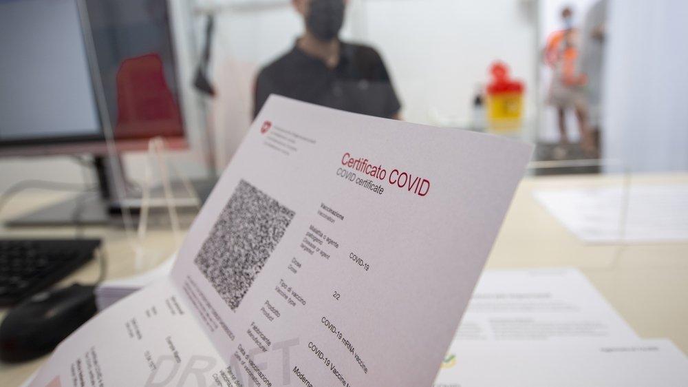Pour obtenir le sésame valable une année, les personnes guéries doivent se faire vacciner dans les six mois après l'infection, selon les recommandations mises à jour.