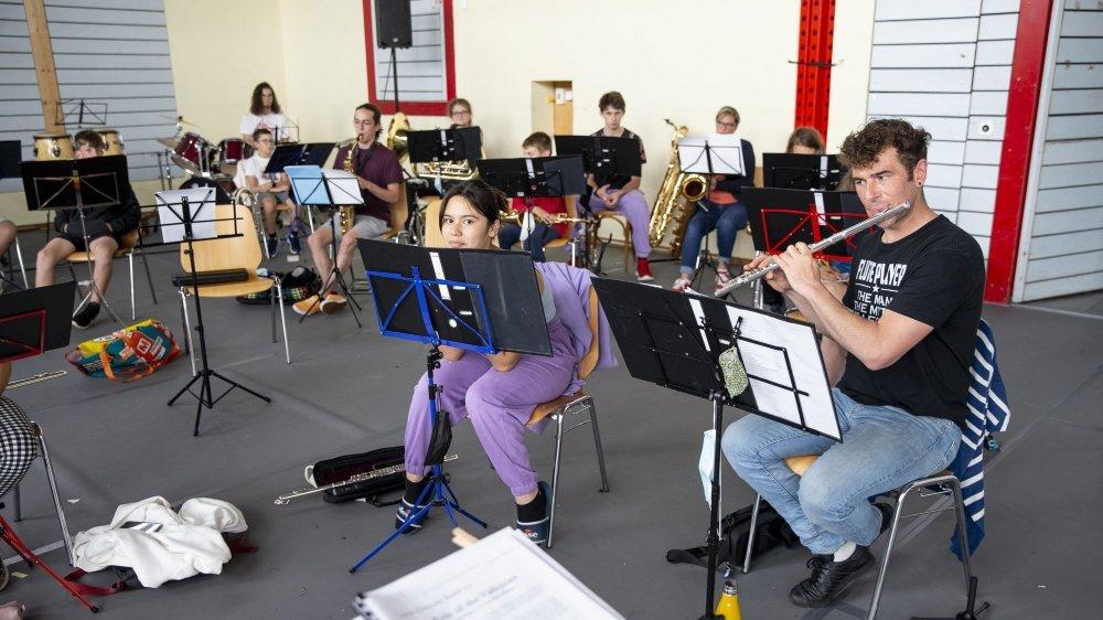 """Une trentaine de jeunes du canton ont participé au """"camp d'après"""" de l'Association Cantonale des Musiques Neuchâteloises."""
