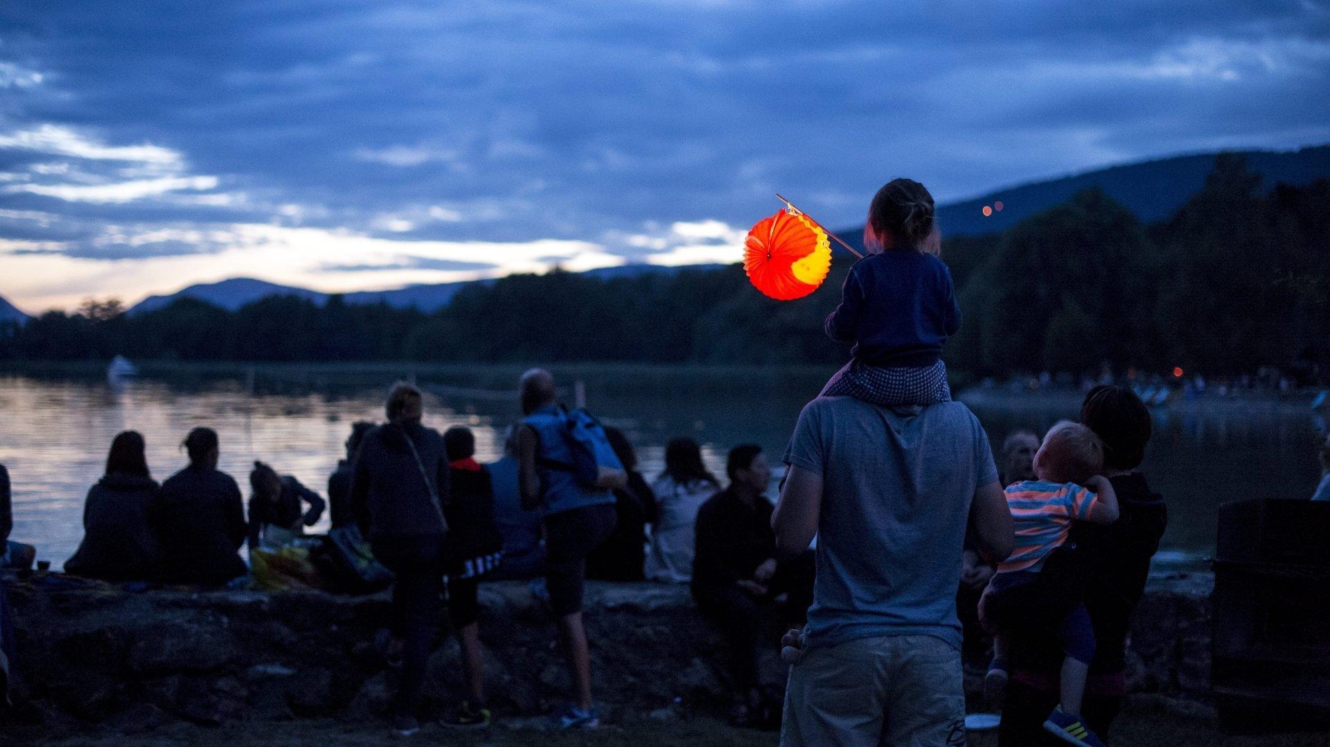 Certaines communes maintiennent leur fête, ou organisent seulement des feux d'artifices.