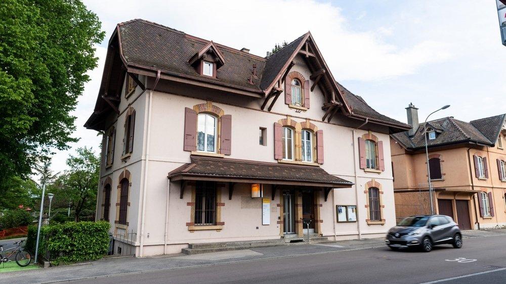 Le bâtiment de la rue du Lac, à Auvernier, ici encore muni de son enseigne aux couleurs de la Poste.