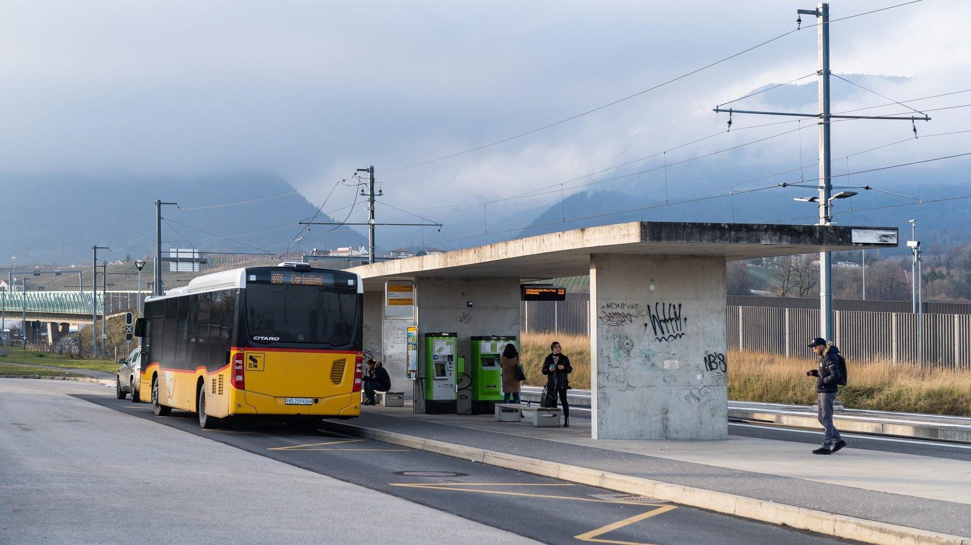 Contrairement à cette halte, à Areuse, l'arrêt des Jordils, à Cortaillod, où l'octogénaire a pris le bus, est dépourvu d'automate pour oblitérer sa carte.