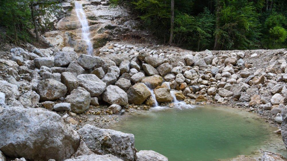 Au pied de la cascade du Ruhaut, à Cressier, l'un des deux bassins creusés par l'armée après les inondations du 22 juin 2021.