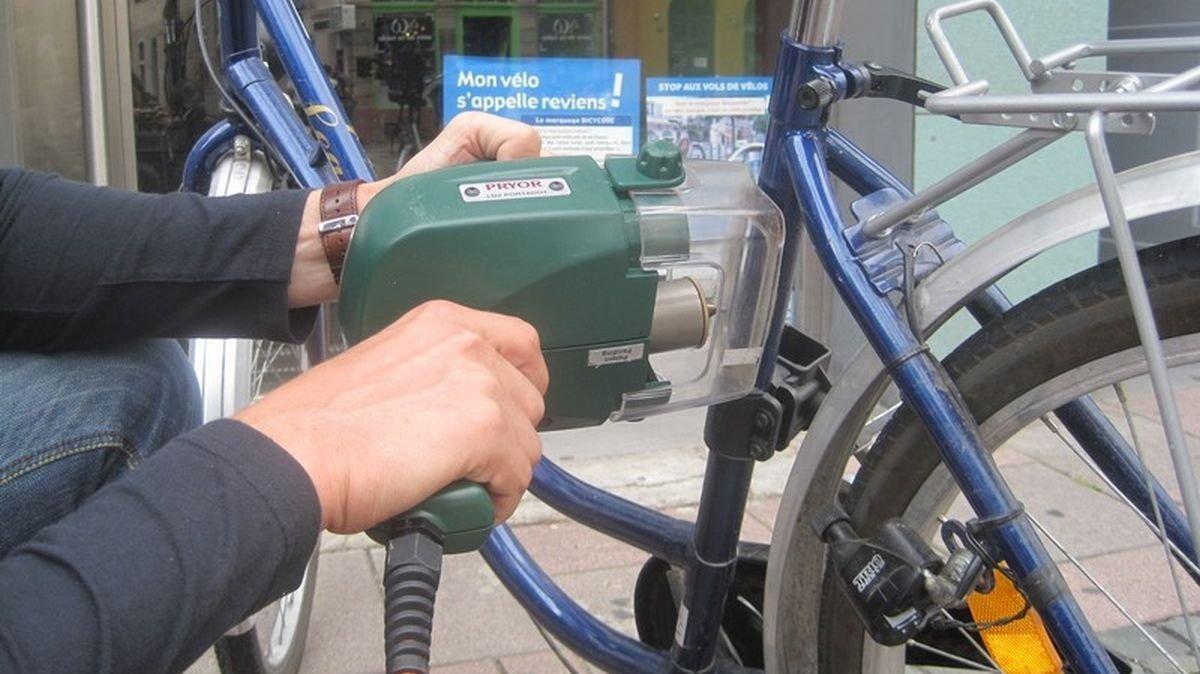Bicycode consiste à poser ou graver un numéro unique sur le cadre du vélo.