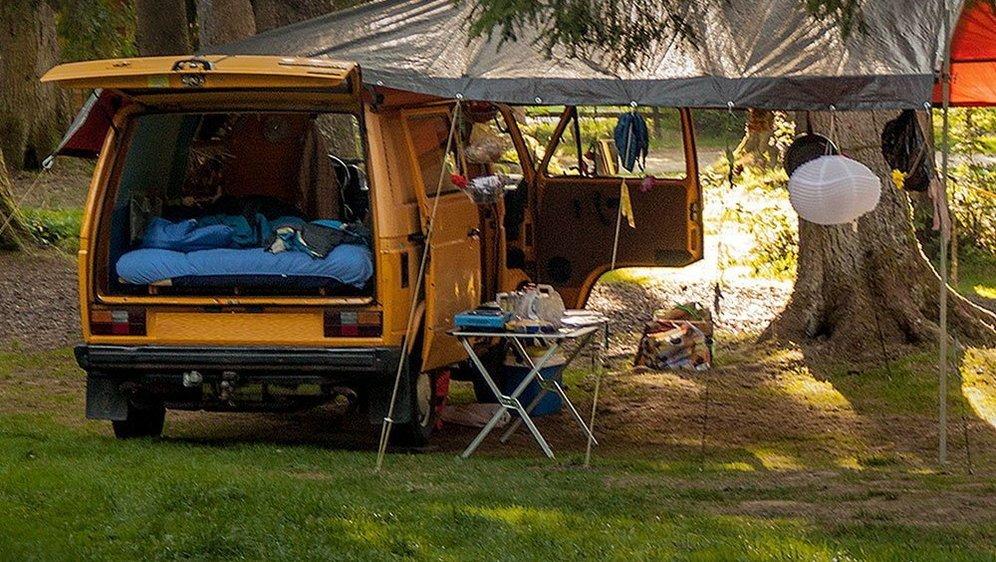 Le camping de Saignelégier compte 120 emplacements pour tentes, caravanes, roulottes et autres camping-cars.