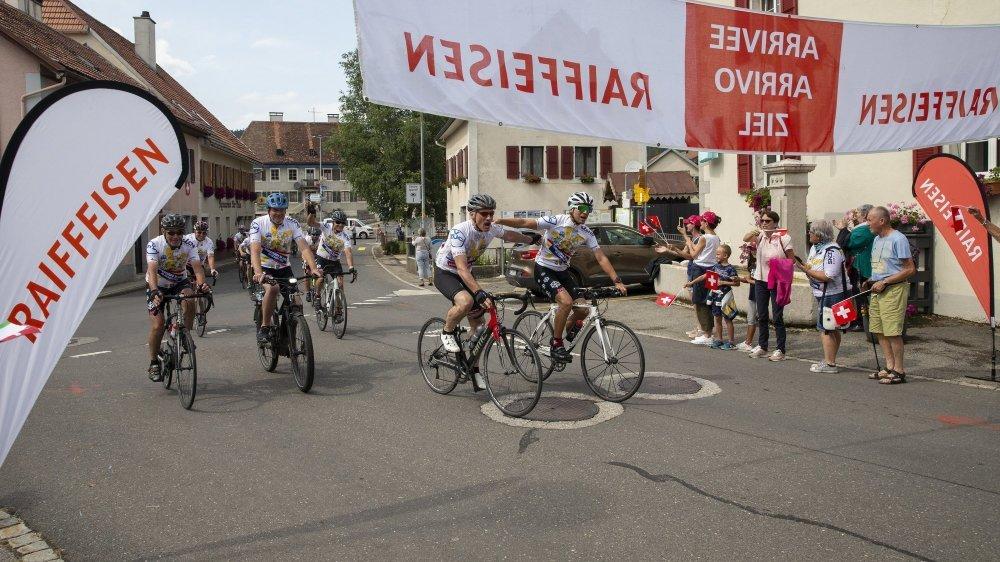 Ils sont arrivés! Les cinquante cyclistes ont accompli leur défi climato-sportif et caritatif en reliant en cinq jours Grono, commune la plus chaude de Suisse, à La Brévine, notre Sibérie officielle.