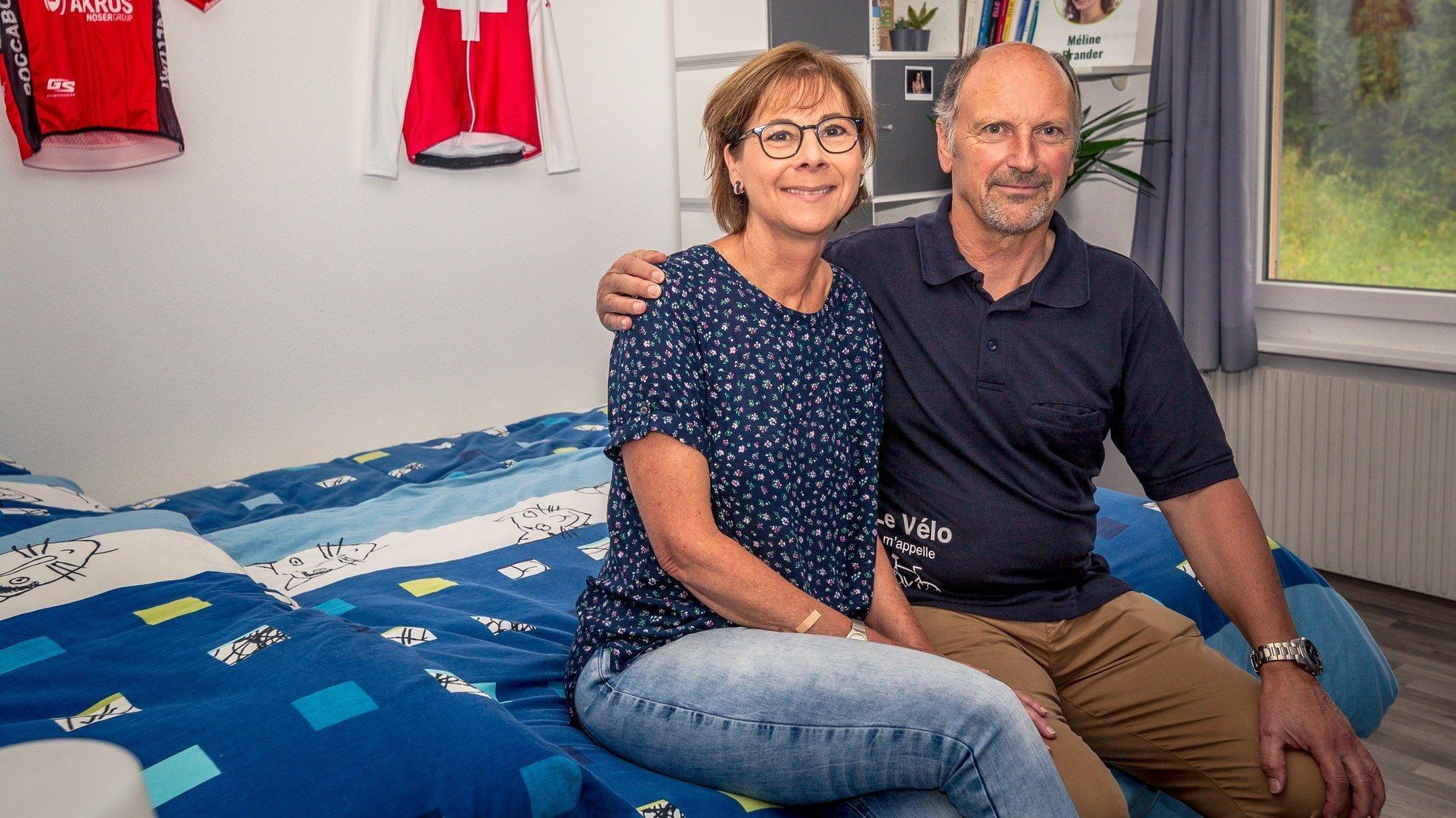 Christine et Cyril Thiébaud, ici dans la chambre de Valère, sont fiers des résultats de leur fils.