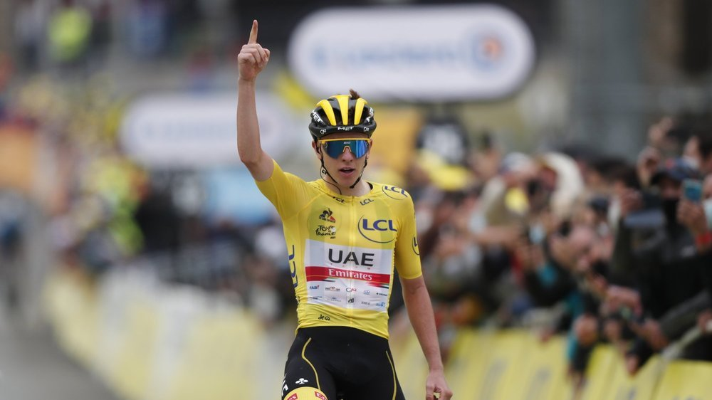 epa09346602 Yellow Jersey Slovenian rider Tadej Pogacar of the UAE-Team Emirates wins the 18th stage of the Tour de France 2021 over 129.7 km from Pau to Luz Ardiden, France, 15 July 2021.  EPA/GUILLAUME HORCAJUELO