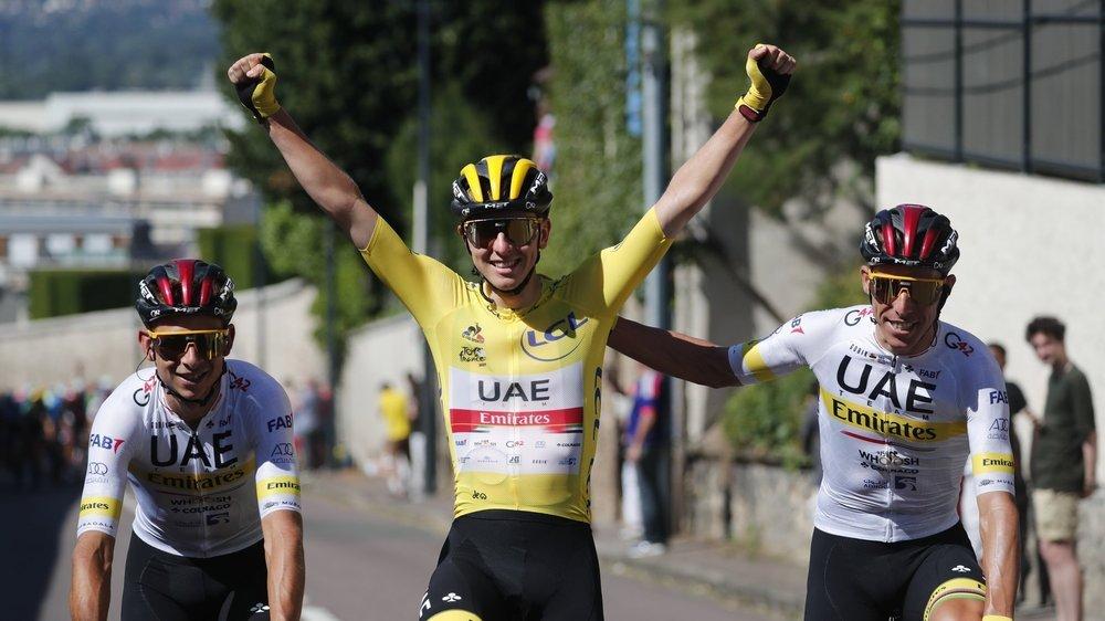 Tadej Pogacar (en jaune) remporte son deuxième Tour de France