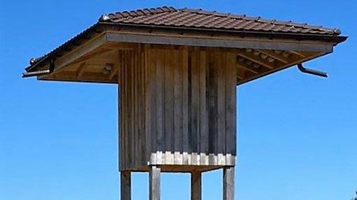 La tour à hirondelles installée aux Breuleux peut accueillir jusqu'à 200 nids.