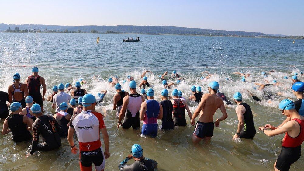 Le Triathlon de La Neuveville démarre dans le lac de Bienne.
