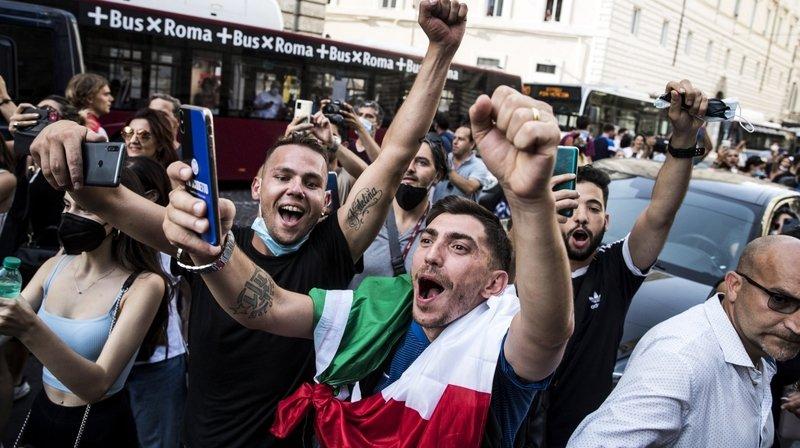 """Contrairement à ces supporters, la gagnante du concours de pronostics, organisé par """"ArcInfo"""" pour l'Euro, n'est pas une passionnée de football."""