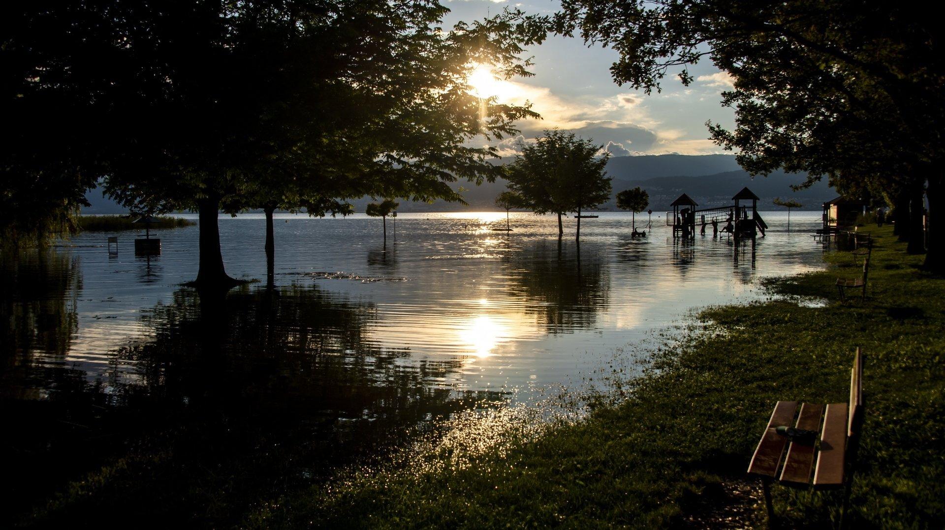 Entre Cheyres et Cudrefin, une centaine de chalets et habitations sera privée d'électricité pendant plusieurs jours encore.