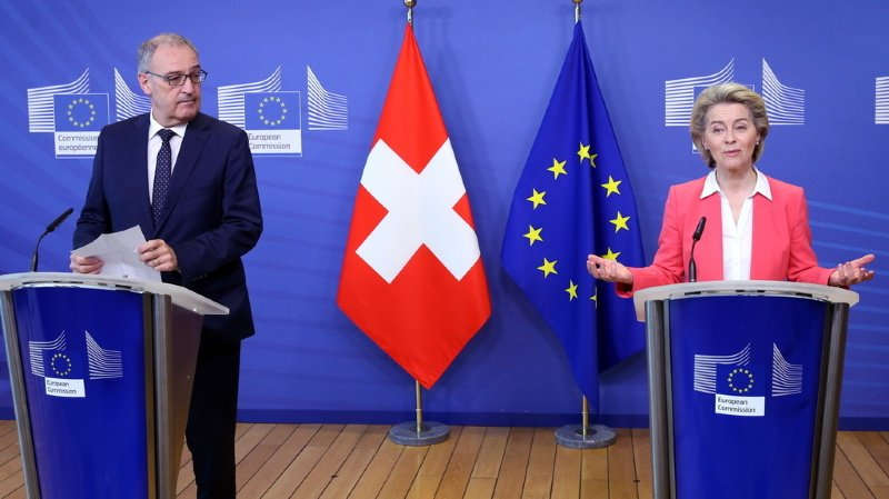 Guy Parmelin (g.) avait annoncé la mort de l'accord-cadre au printemps dernier.